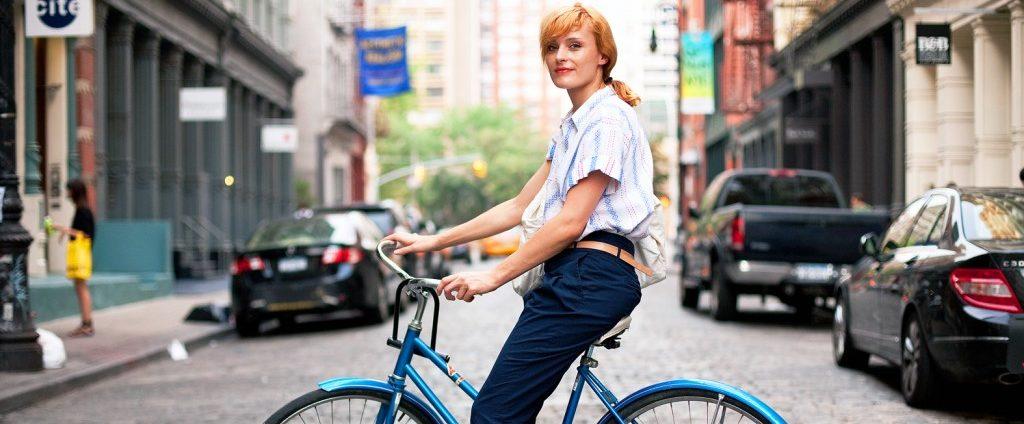 Mersul pe bicicletă face minuni pentru silueta şi sănătatea ta!