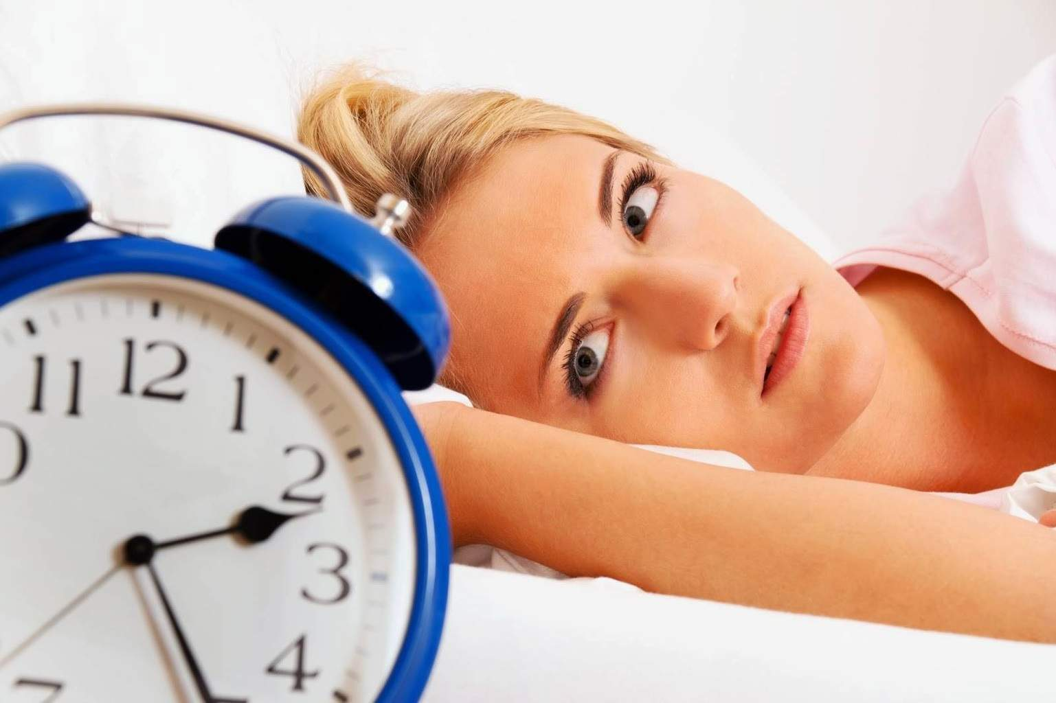 Vrei să dormi mai bine? Uite ce alimente poţi consuma înainte de somn