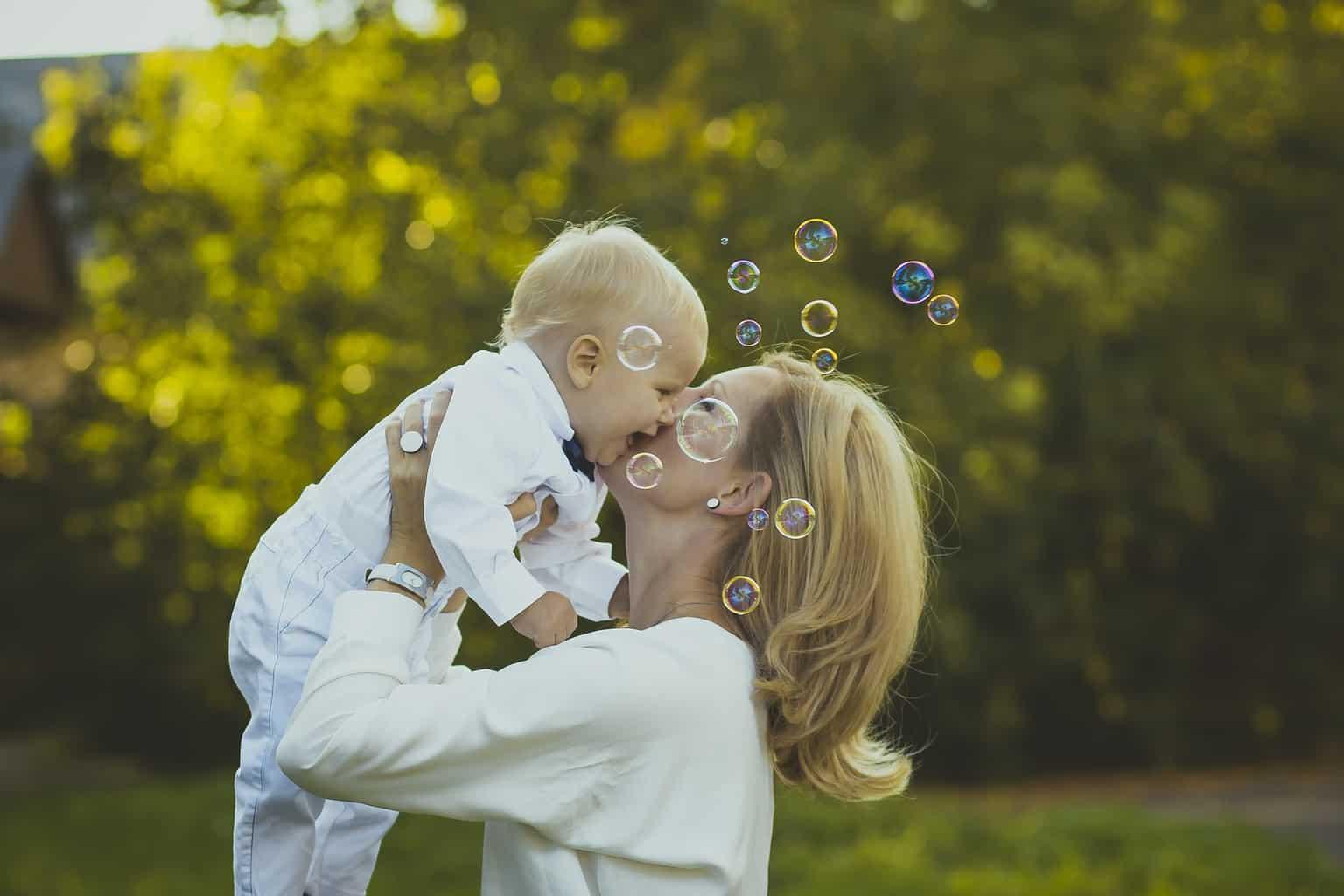 Sfaturi pentru îngrijirea pielii bebelușilor