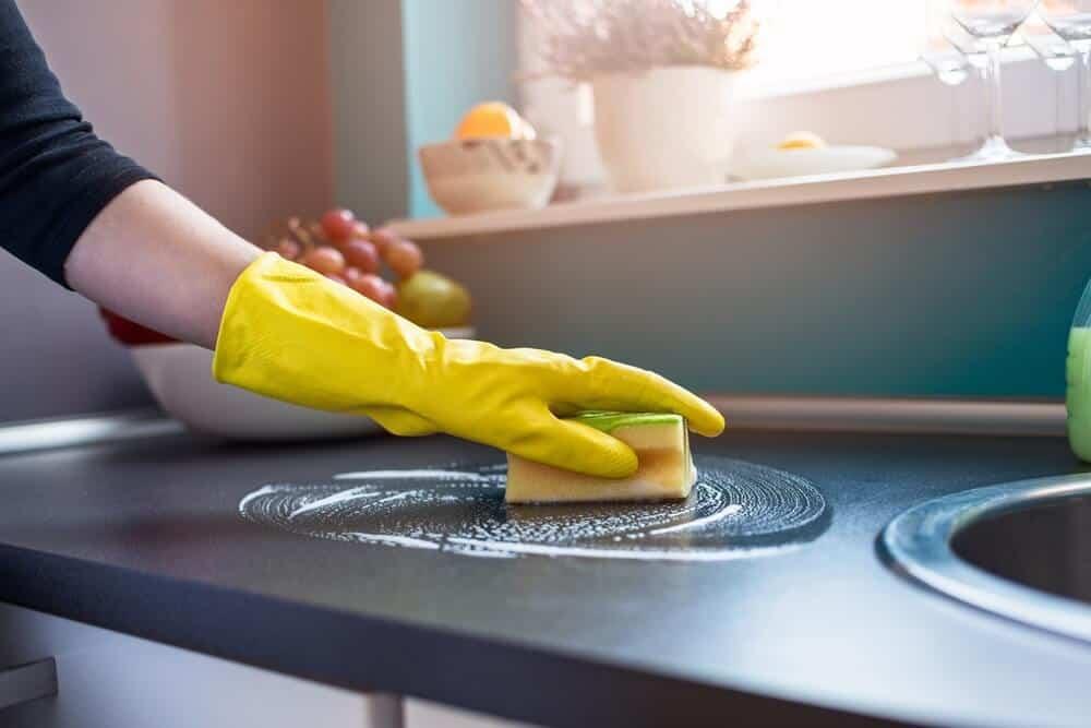 Cum cureți casa înainte de a pleca în vacanță