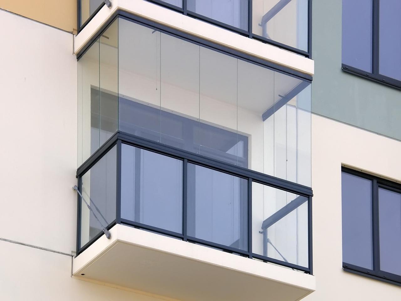Cum se pot inchide terasele cu sticla