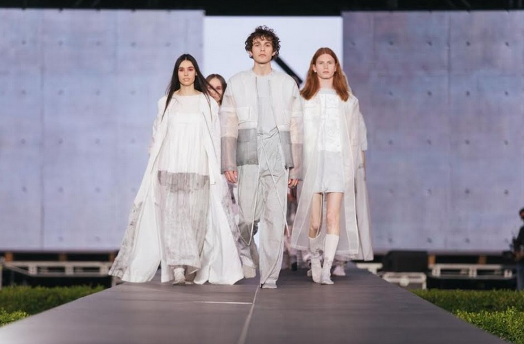 Show grandios în deschiderea celui mai cunoscut eveniment dedicat modei româneşti